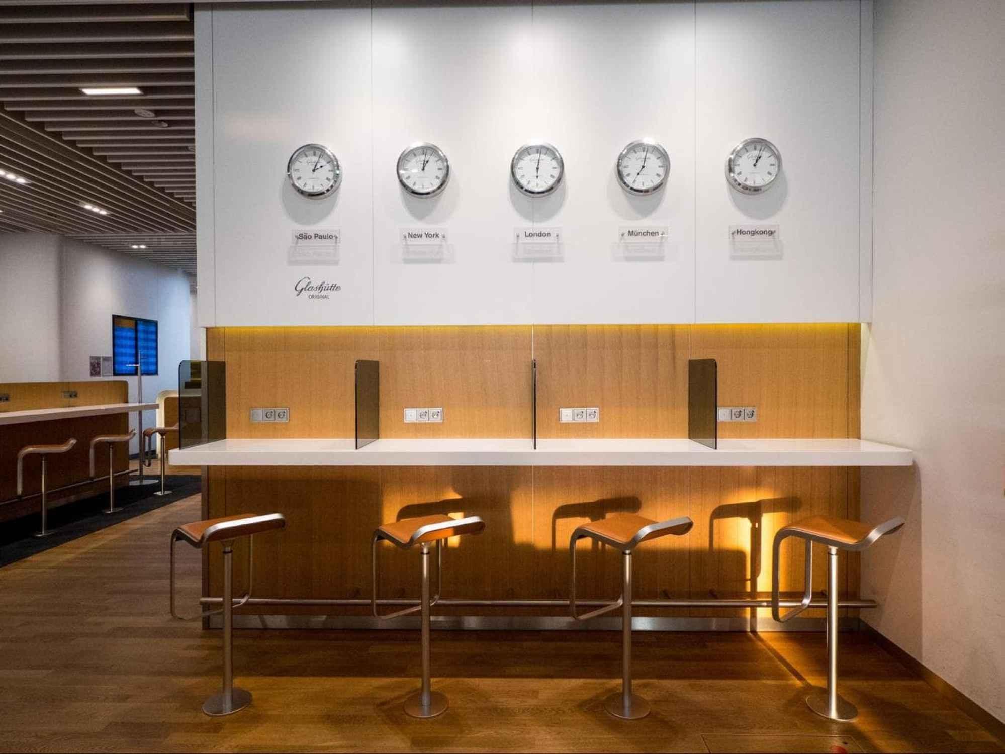 Working desks in Lufthansa Business Class Lounge at Munich Airport