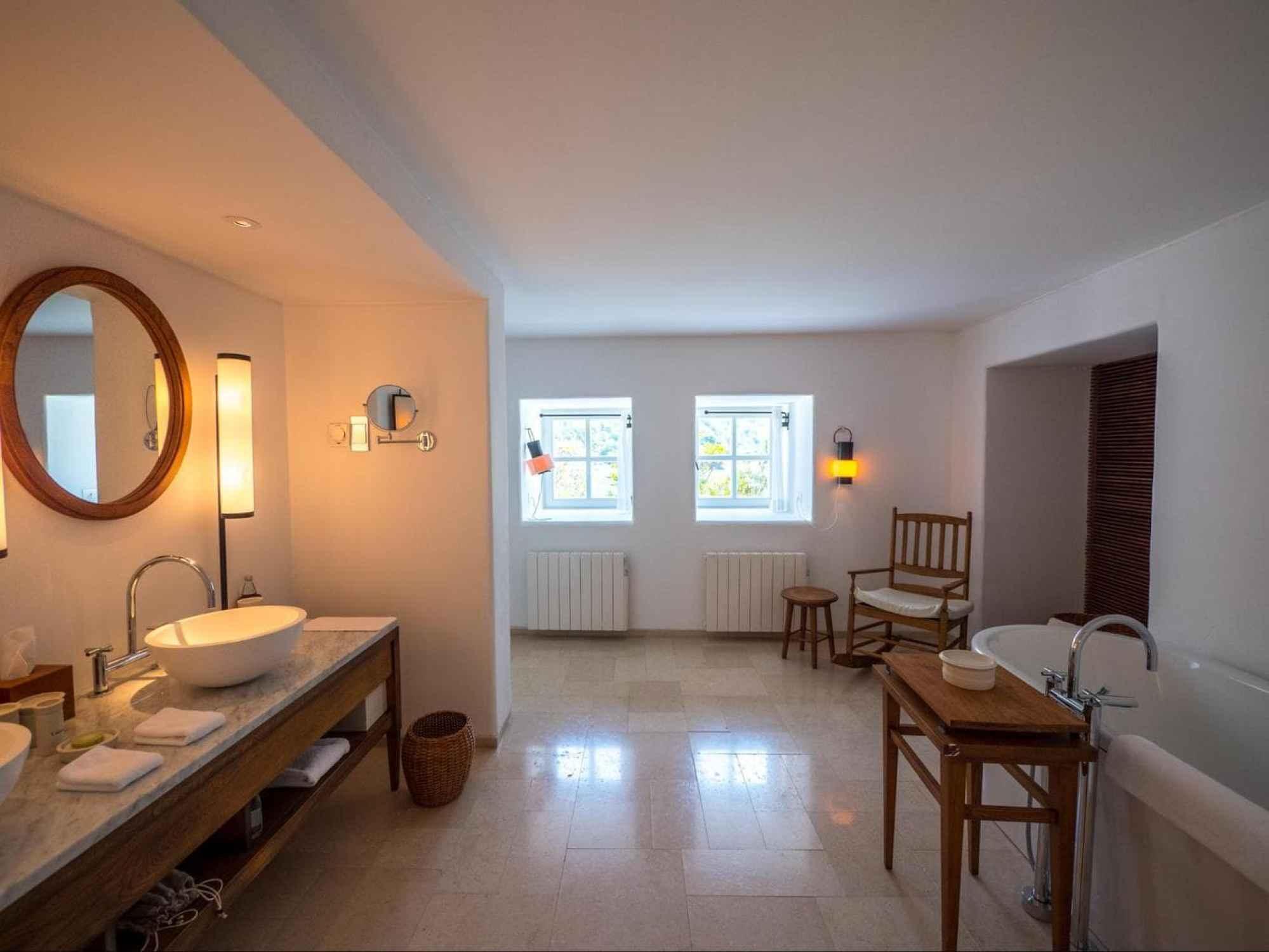 Cottage room bathrooms