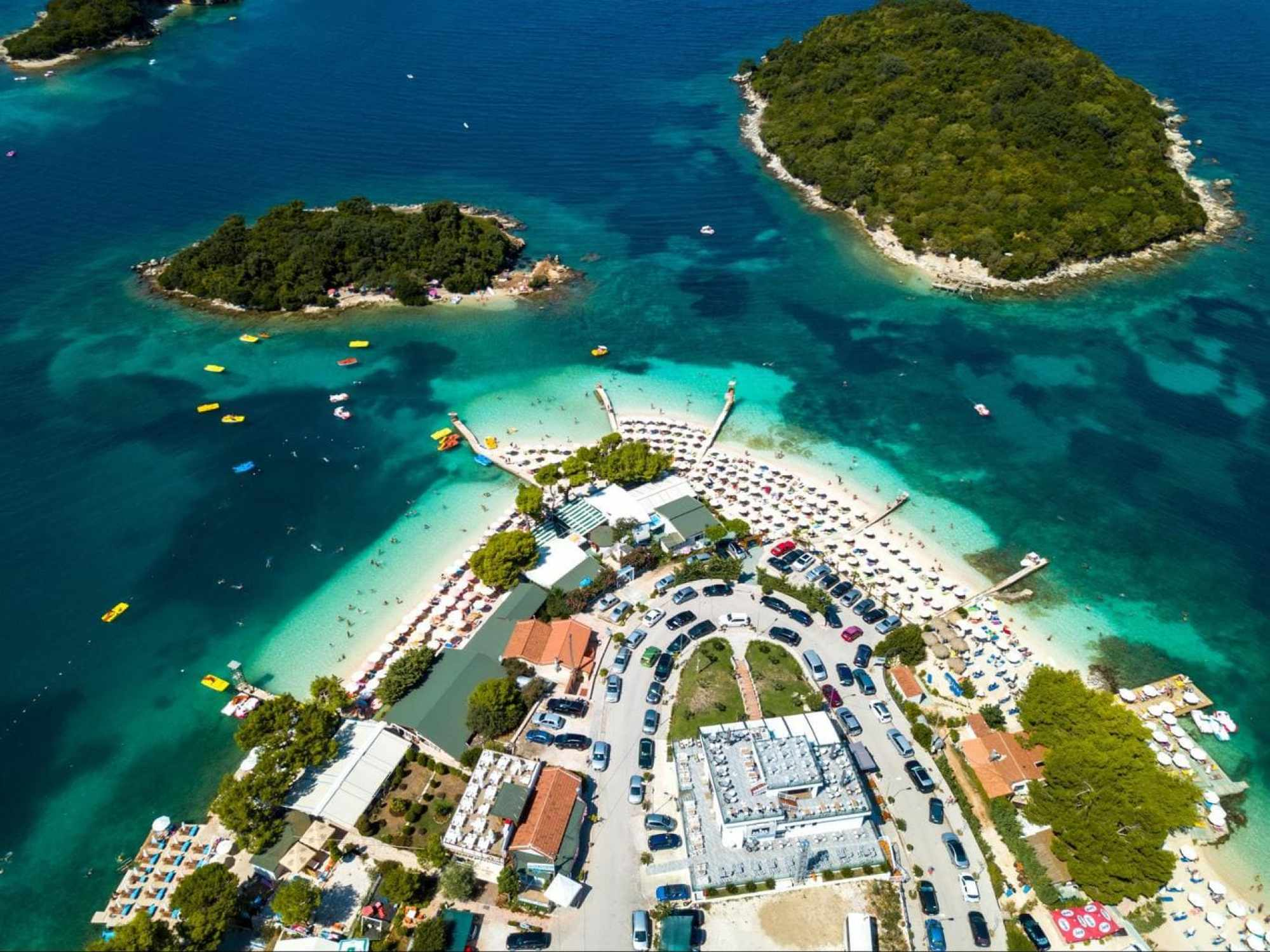 The main beach in Ksamil and the islands around it