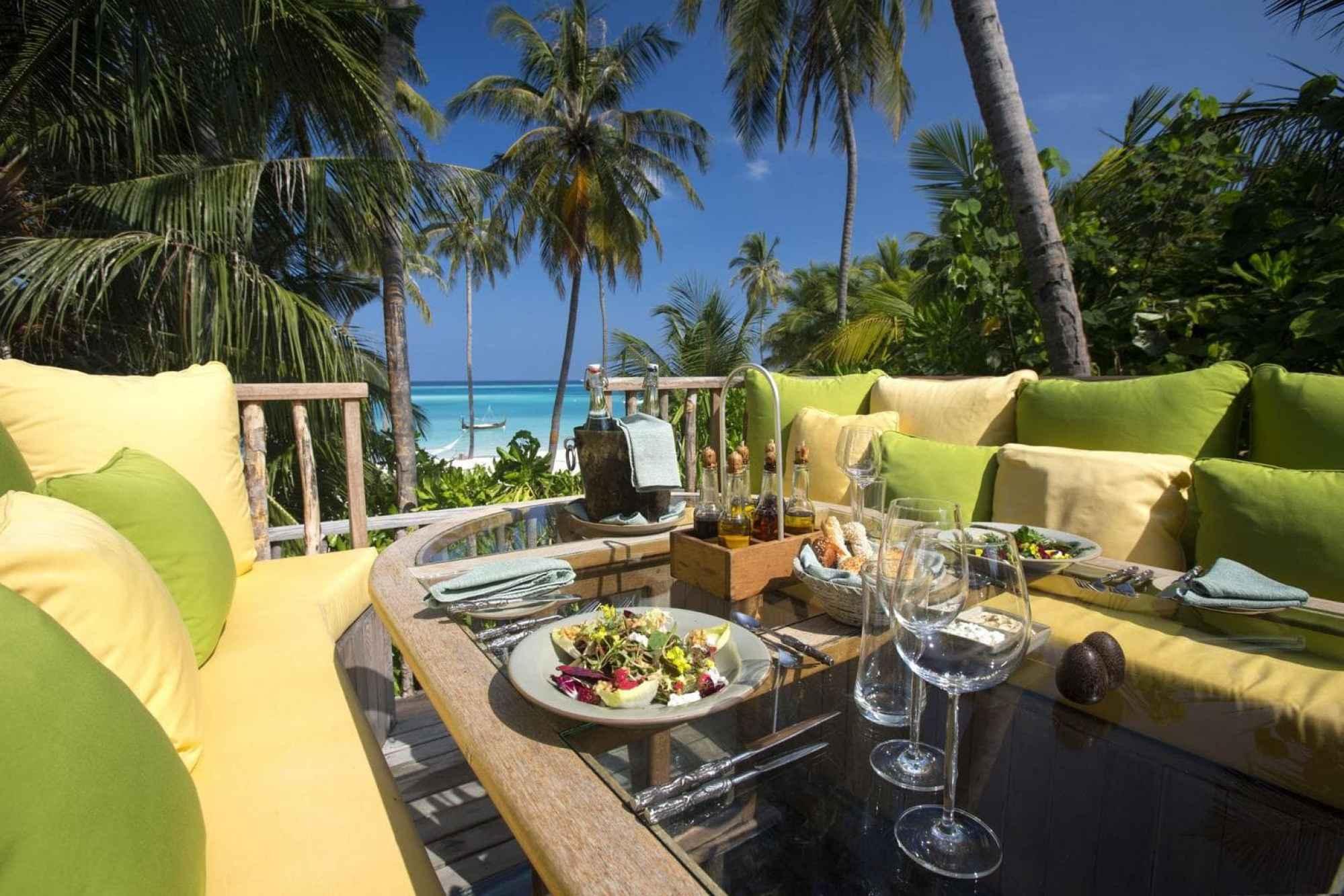 360 Table at Gili Lankanfushi - Courtesy of Gili Lankanfushi