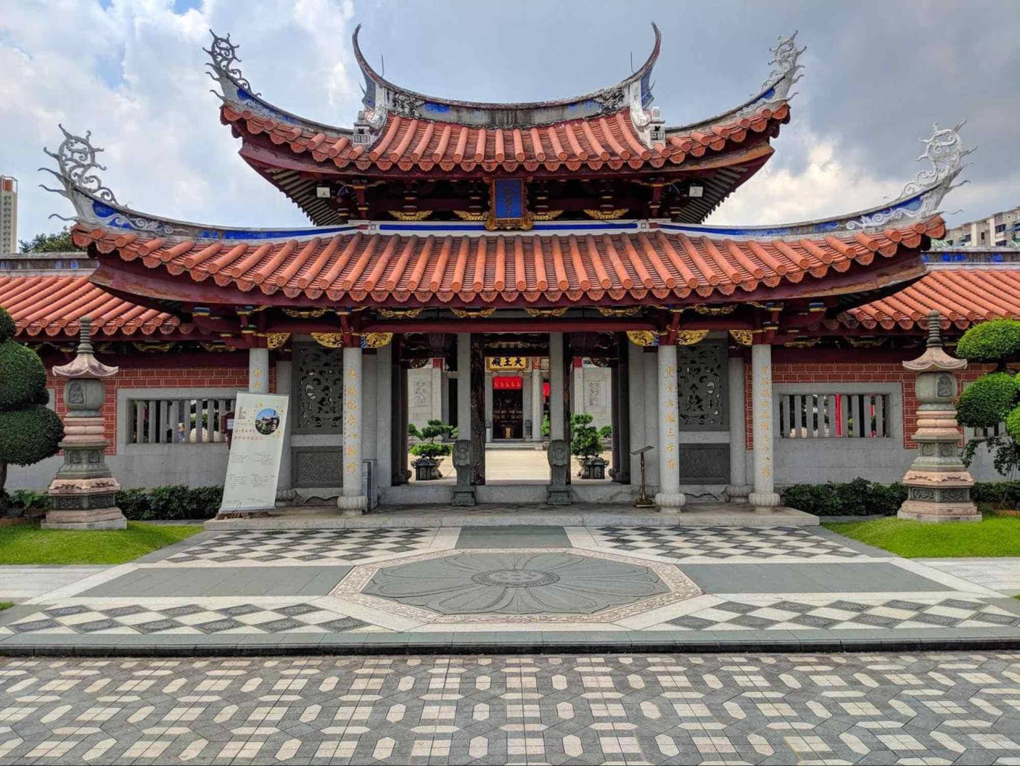 Lian Shan Shuang Lin Monastery 01