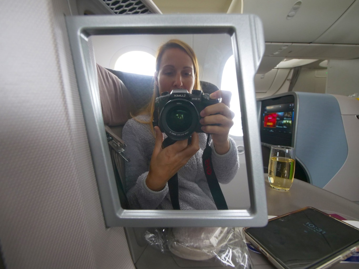 Mirror on the Singapore Airlines Boeing 787-10 Business Class