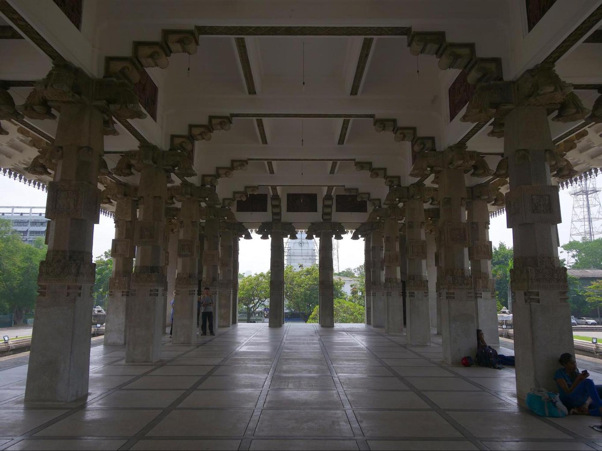 Independence Memorial Hall and Museum walkway