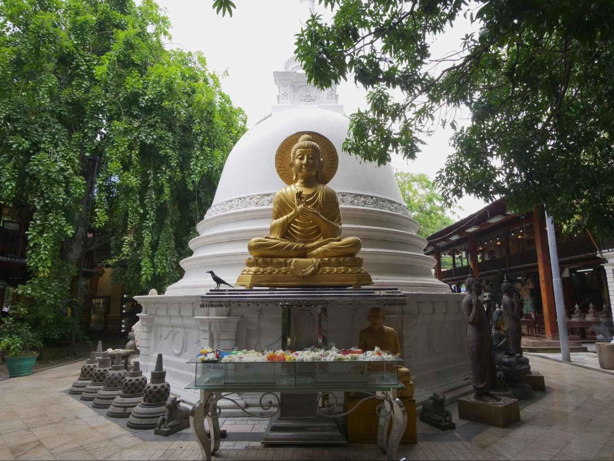 Samadhi Buddha stupa in Gangaramaya
