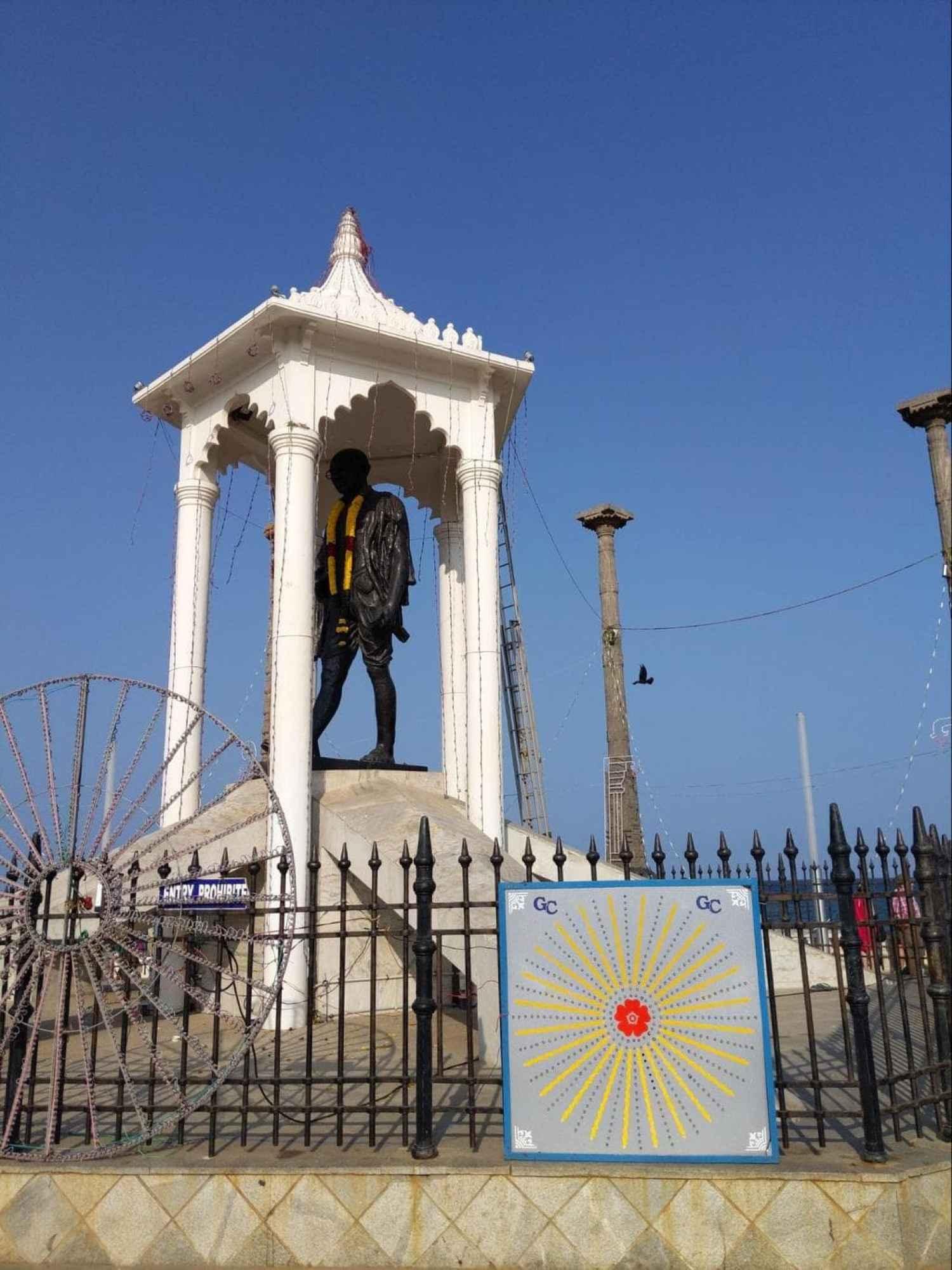 Statue of Gandhi in Pondicherry