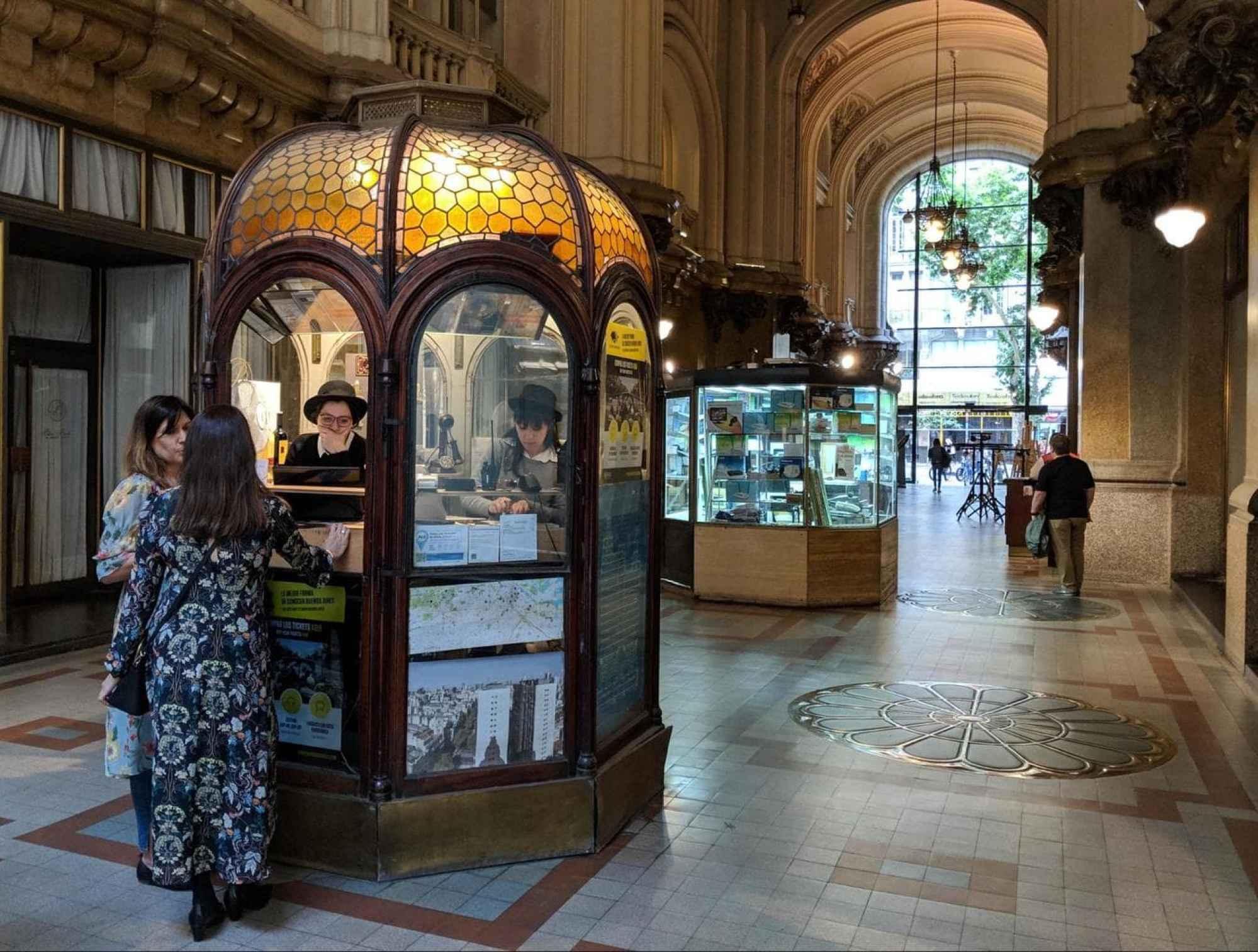 Palacio Barolo entrance