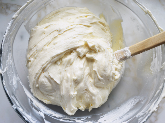 folding-in-whipped-cream