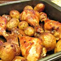 Chicken legs roasted with thyme and potatoes