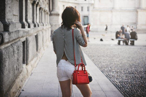 Schiena scoperta e righe, naked striped look Rebecca Minkoff Bijou Brigitte