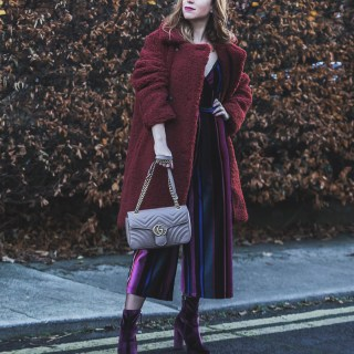 Tuta in velluto a righe e cappotto peluche, borsa Gucci | Velvet jumpsuit and Teddy bear coat, Gucci bag