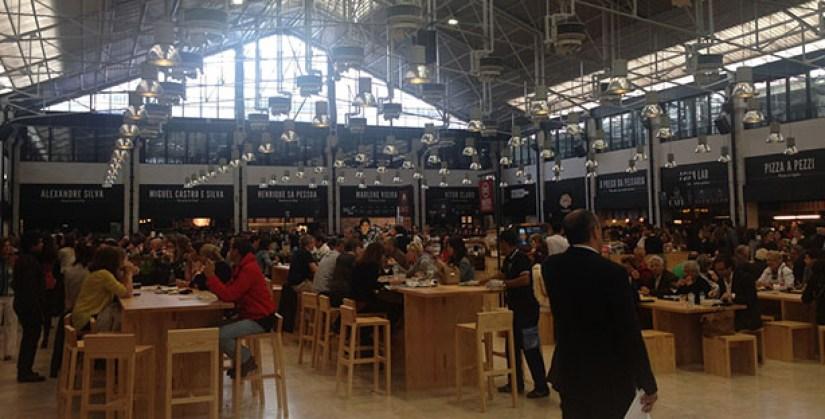 E o que é que se come no Mercado da Ribeira  Pois que podemos oscilar entre  os foodcorners de restaurantes mais nou menos conhecidos em Lisboa b1b5b89937768