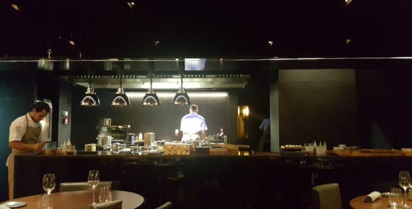 loco-chef-alexandre-silva-restaurante-sofisticado-menu-degustacao-momentos-estrela-lisboa-cozinha-aberta