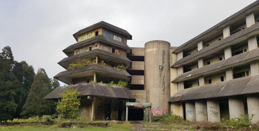 ilha são miguel açores viagem hotel abandonado