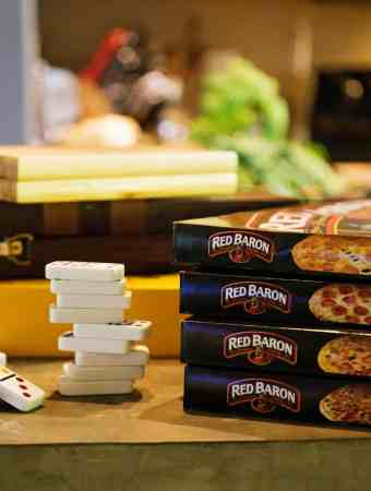 How to Throw a Family Pizza and Game Night!