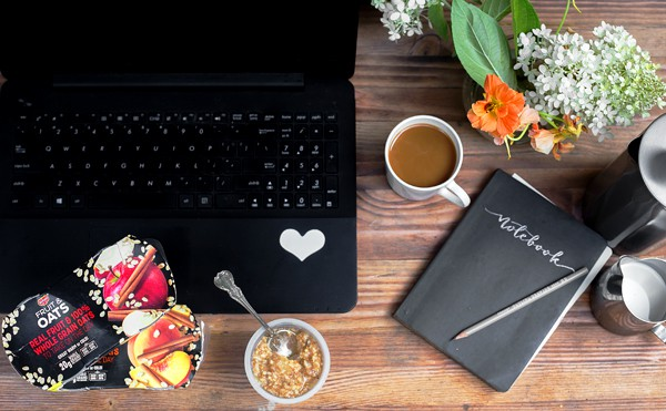 Juggling mom-life and work-life and blogging-life can be so challenging! But, with a great wholesome and easy to grab breakfast and an efficient Mom - Blogger Morning Workflow Routine, anything is possible! morning workflow routine | how to blog with a full time job
