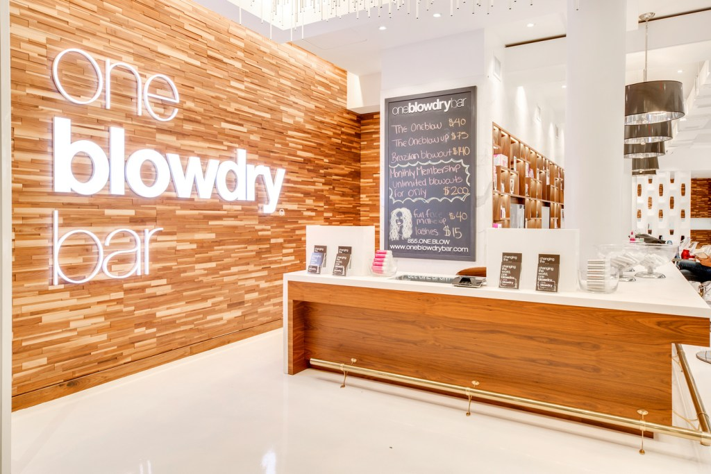 Macy's-Herald-Square-Blow-Dry-Bar-NYC-18