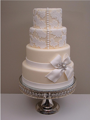 White & Cream Elegant Cake