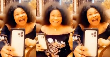 """""""Aboozigi If You have money go buy one"""" – Nana Agradaa Says After Her New iPhone 13 Pro Max Arrived (Watch Video)"""