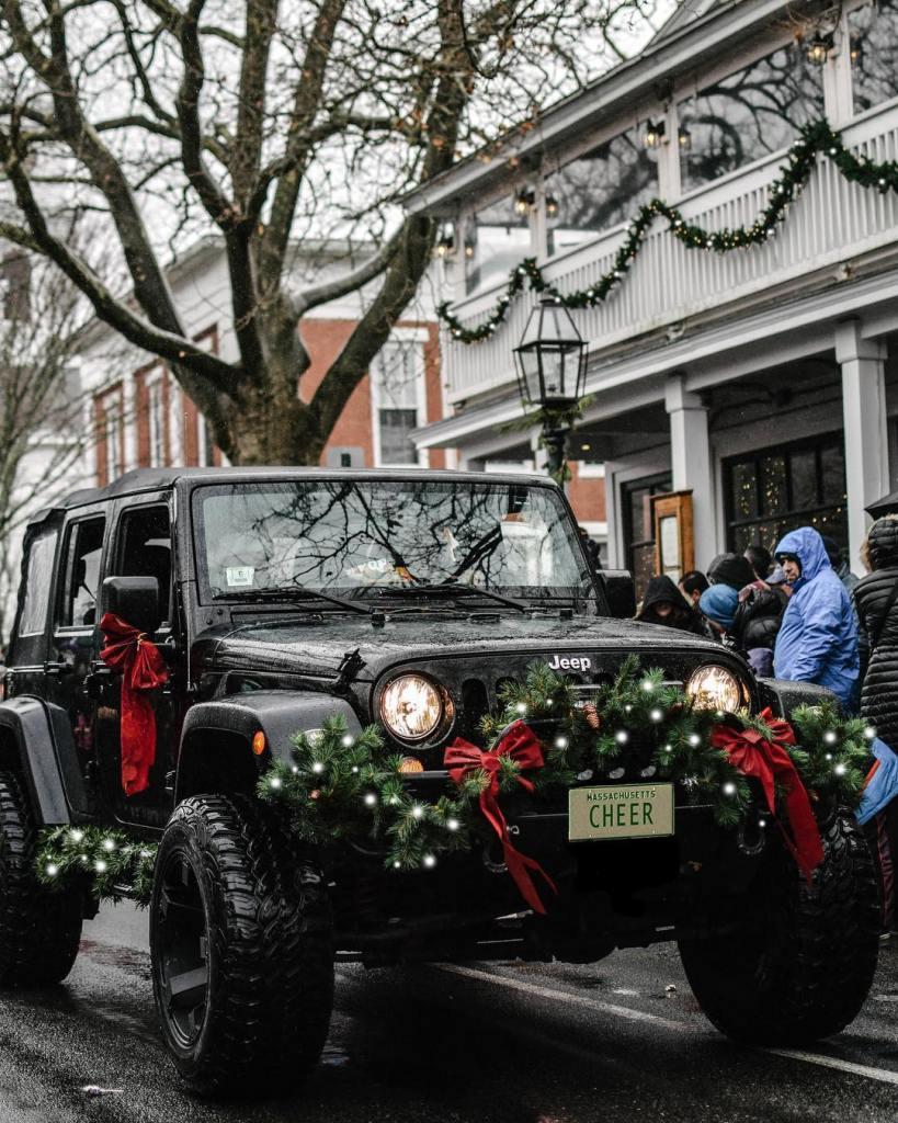 Santa drives a Jeep