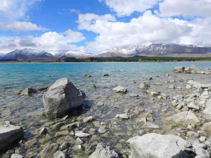 Our Lake Tekapo itinerary. One of New Zealand's most famous lakes, with tons of mountains, hiking, stargazing, and other activities in the area to see!