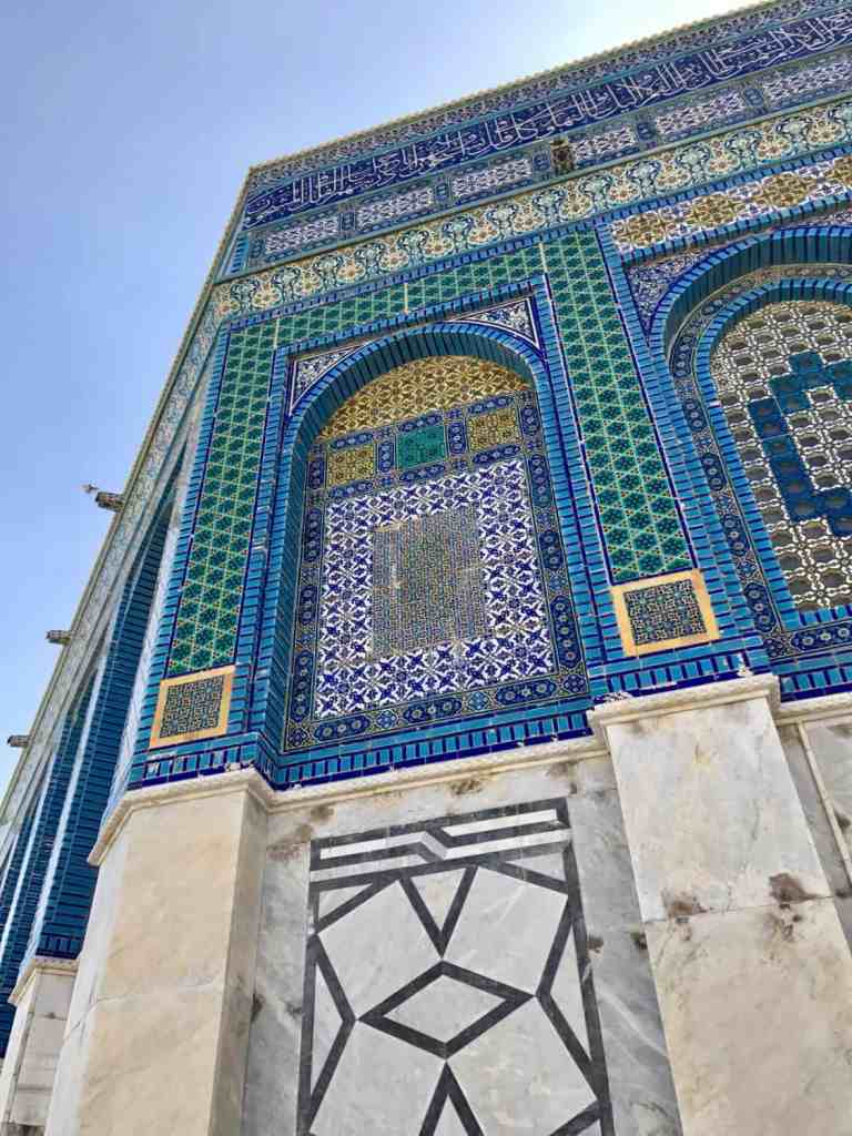 How to visit Dome of the Rock, the Temple Mount, & Western Wall in Jerusalem   Tips for what to wear, when to go, what to bring, & how not to get in trouble   Jerusalem trip planning & itinerary ideas, what to do in Israel, and tips for visiting Jerusalem's Old City #templemount #jerusalem #israel