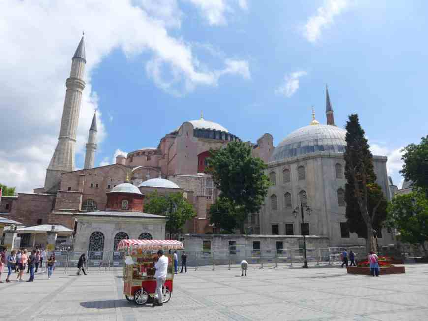 Hagia Sophia in the sunlight! Tips for spending 24 hours in Istanbul, how to see everything, where to go, what to skip   itinerary ideas for Istanbul   Istanbul trip planning, itinerary ideas for Istanbul