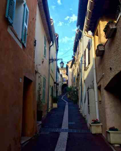 Why you should consider using little Roquebrune-sur-Argens as your base in the south of France | French Riviera towns, where to stay in the south of France | Roquebrune sur Argens #france #roquebrune #frenchriviera