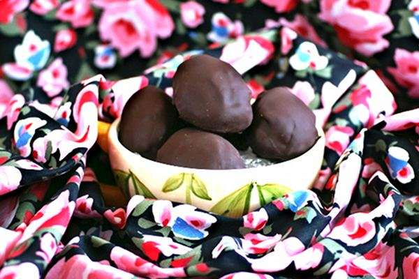 Recipe: Chocolate Covered Cheesecake Easter Eggs