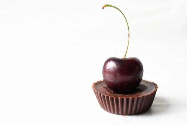 Recipe: Raw Dark Chocolate Cherry Cream Cups