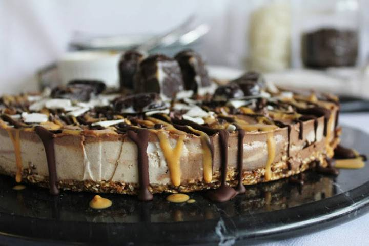 Raw Chocolate Chunk Cheesecake with Peanut Butter
