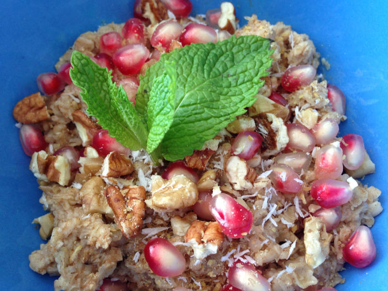 Recipe: Pomegranate Oatmeal Burst