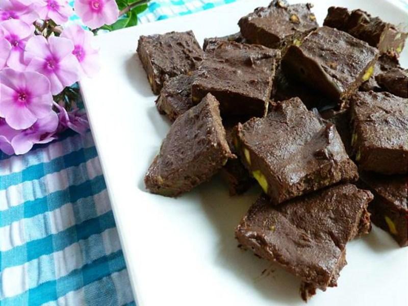 Chocolate-Avocado-Fudge-943x800