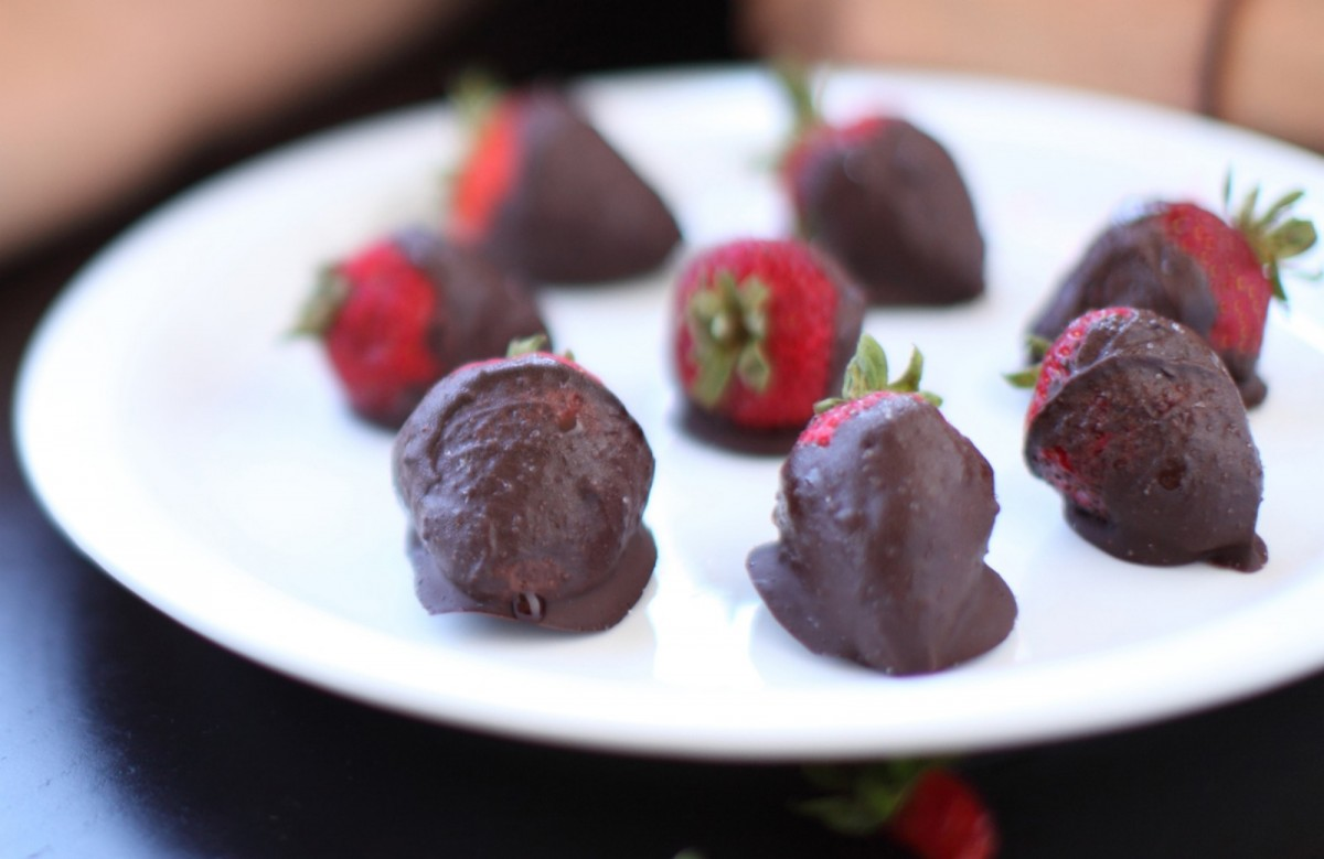 Mexican-Hot-Chocolate-Covered-Strawberries-Vegan-1200x779