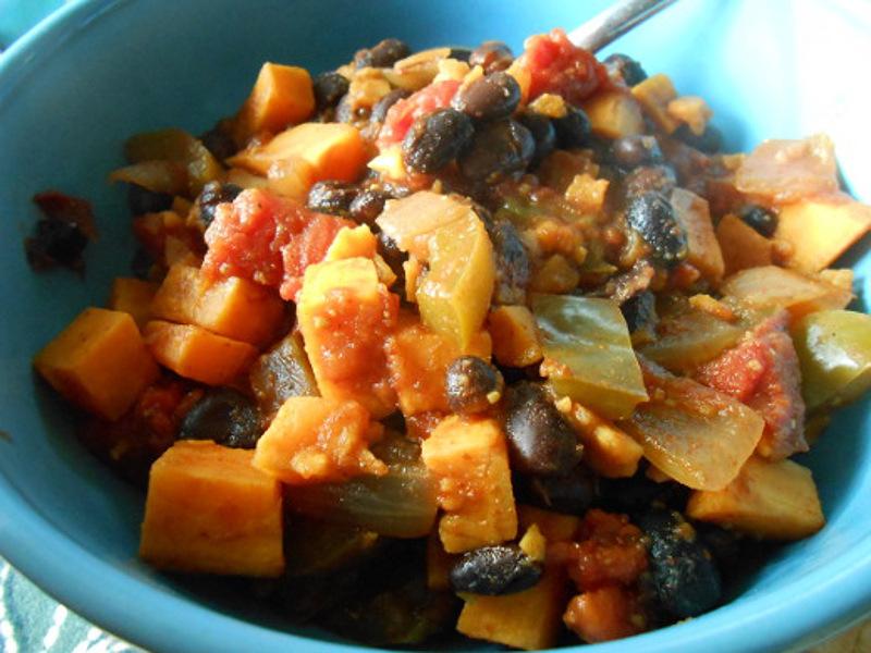 Chipotle-Sweet-Potato-and-Black-Bean-Chili (1)