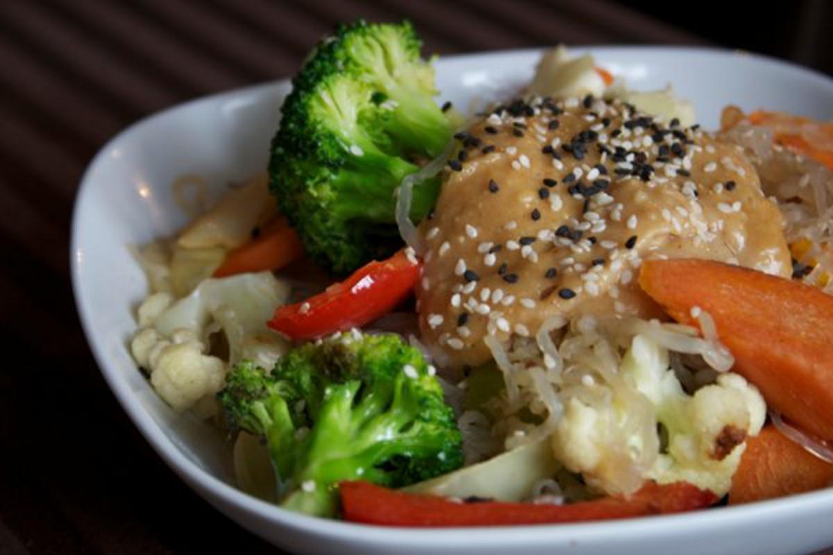 Kelp-Noodles-in-Peanut-Miso-Sauce-1200x800