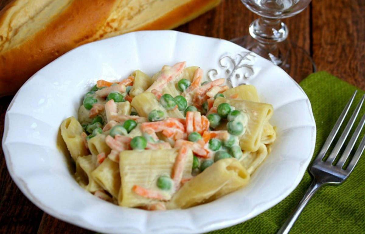 Vegetable-Rigatoni-With-Creamy-Cauliflower-Sauce-1200x789