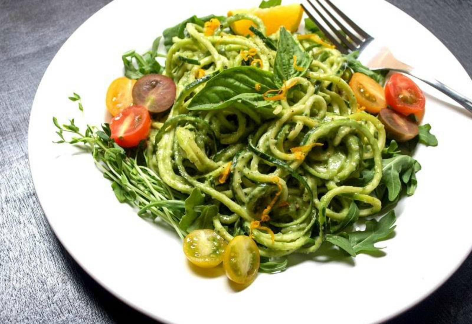 Zucchini-Pasta-+-Creamy-Avocado-Cucumber-Sauce