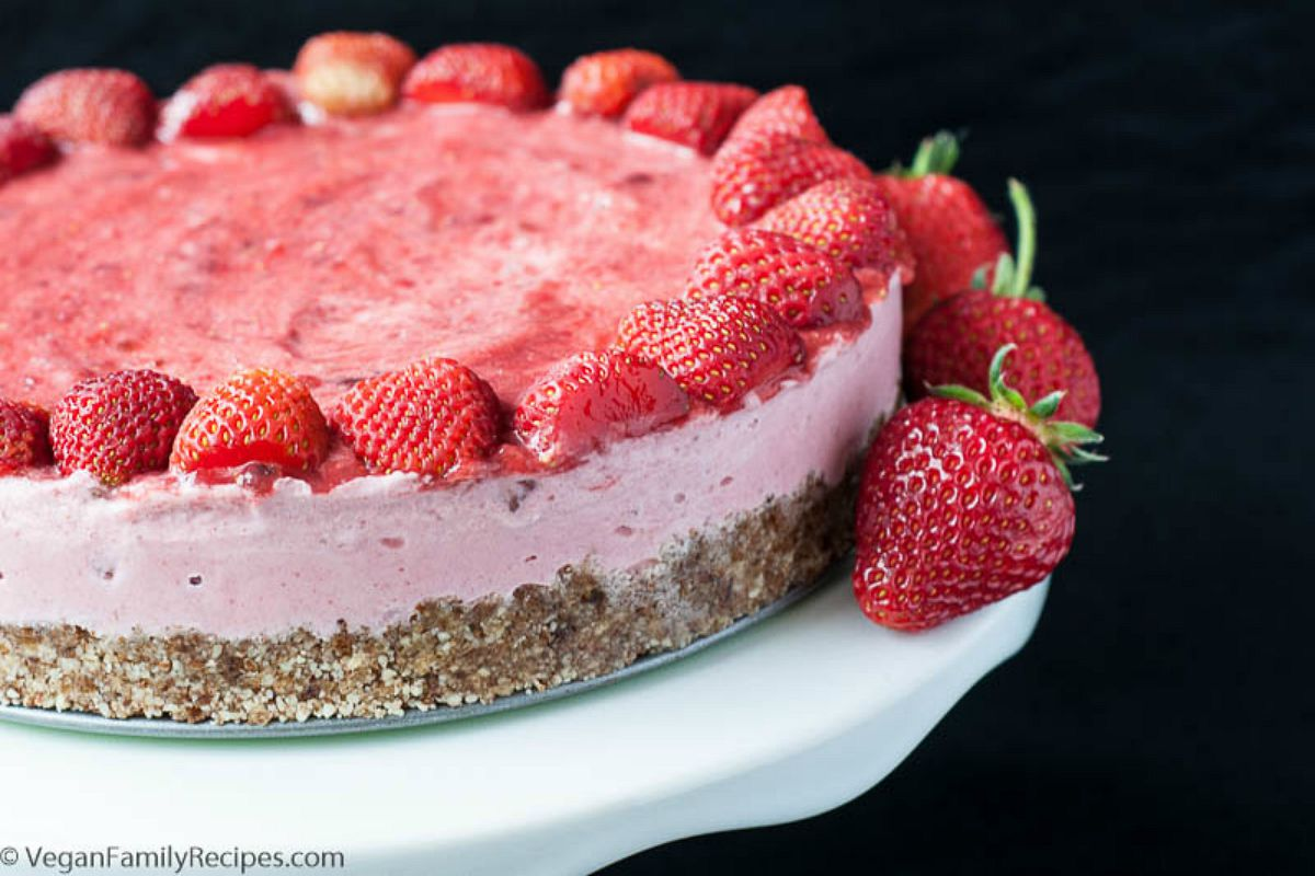 No-Bake Strawberry Ice Cream Cake [Vegan, Gluten-Free]
