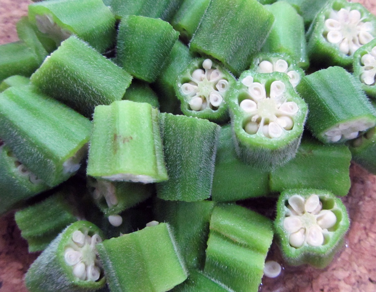 2 prepping okra 2 - How To Freeze Fresh Okra