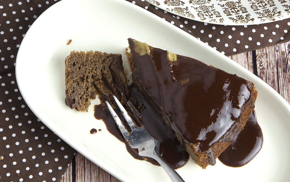 Whole Grain Banana Chocolate Cake With Chocolate Syrup [Vegan]