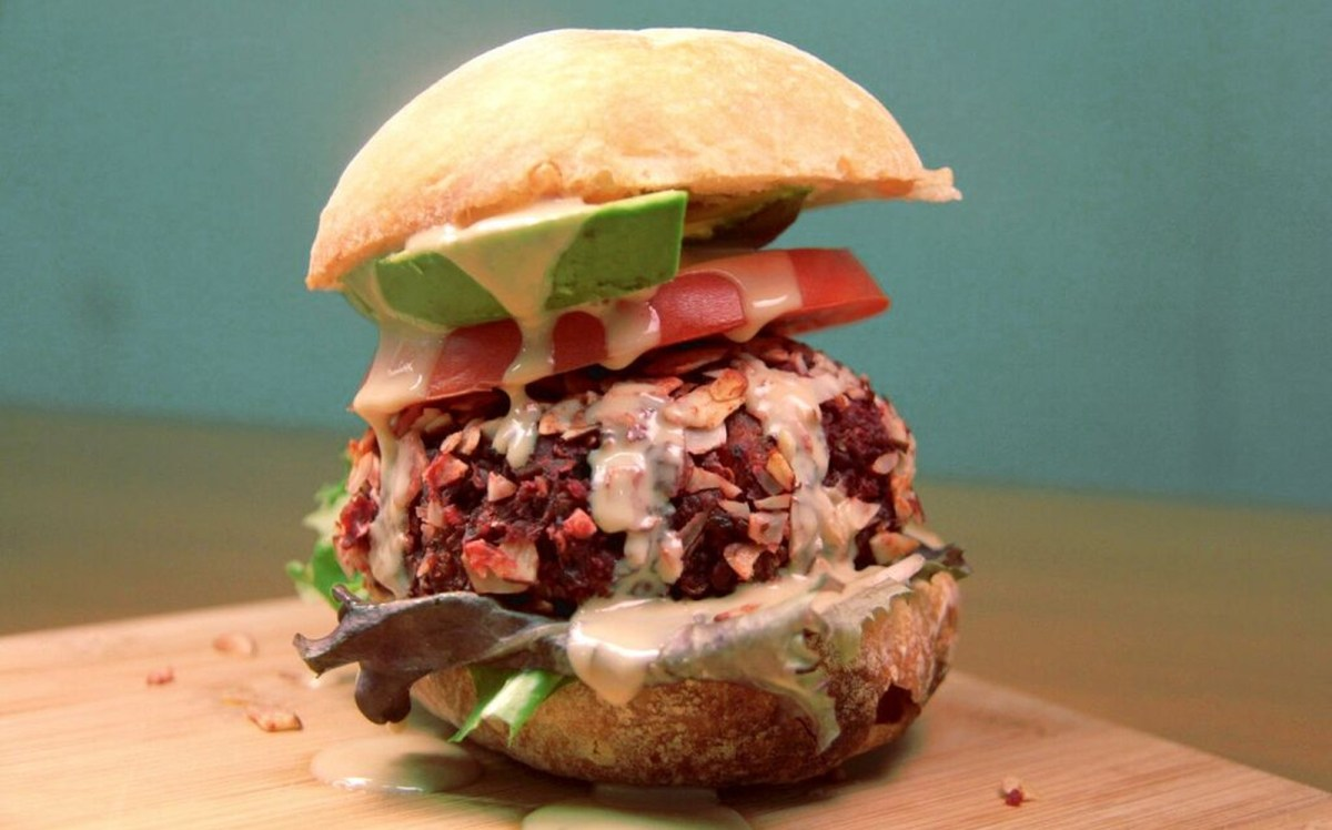 #5under5: Protein-Packed Mediterranean Beet Burgers [Vegan, Gluten-Free]