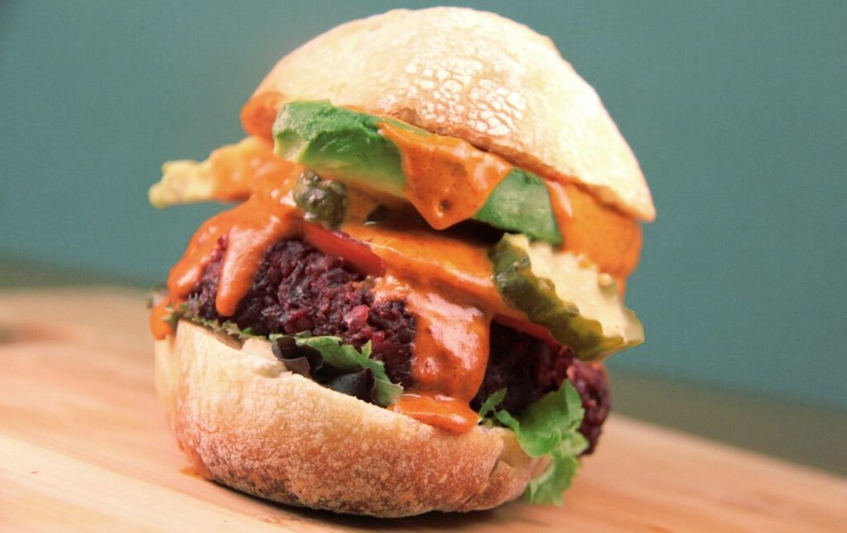 #5under5: Smoky Paprika Beet Burgers With Spicy Tahini Sauce [Vegan, Gluten-Free]