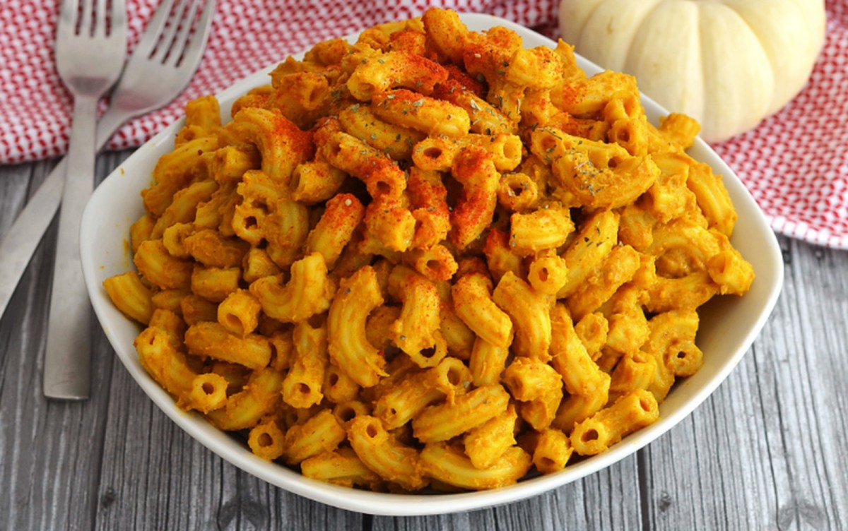Cheesy Seasonal Pumpkin Mac [Vegan]