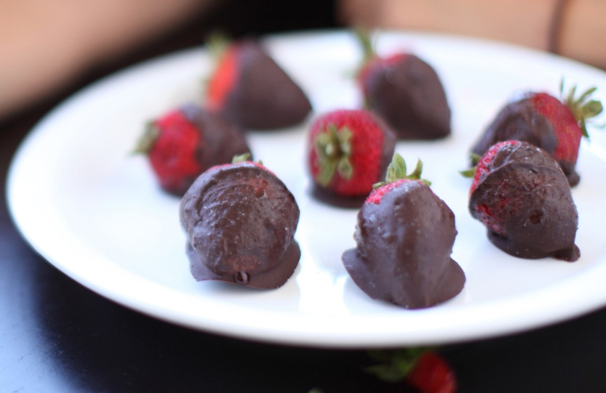 Vegan Mexican Hot Chocolate-Covered Strawberries
