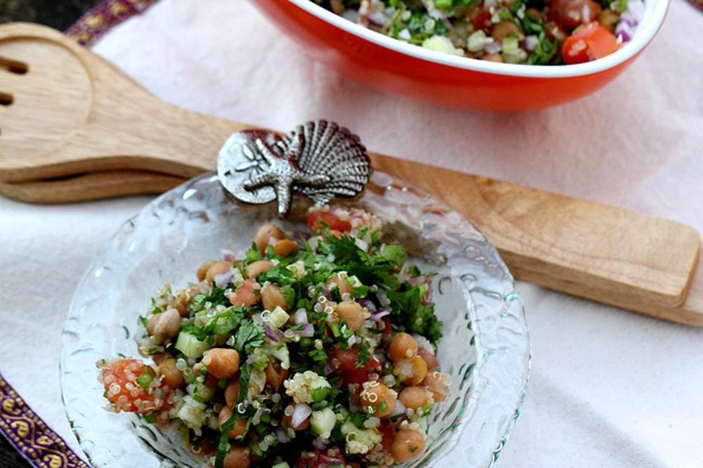 Quinoa-and-Chickpea-Salad (1)