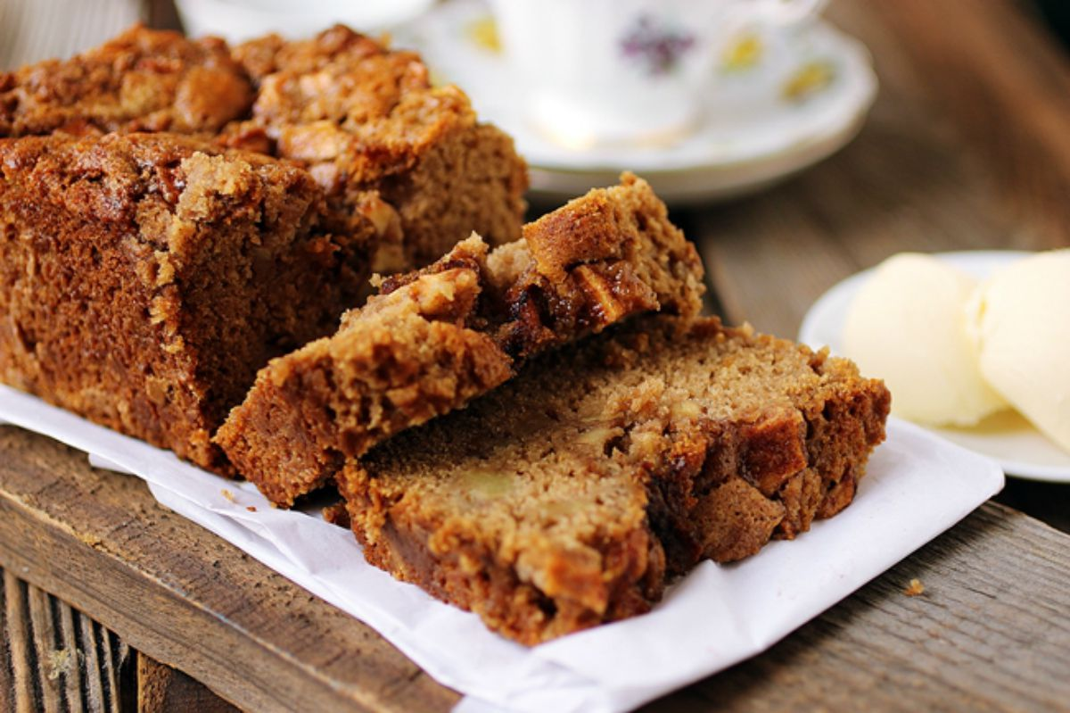 Apple Loaf Cake [Vegan]