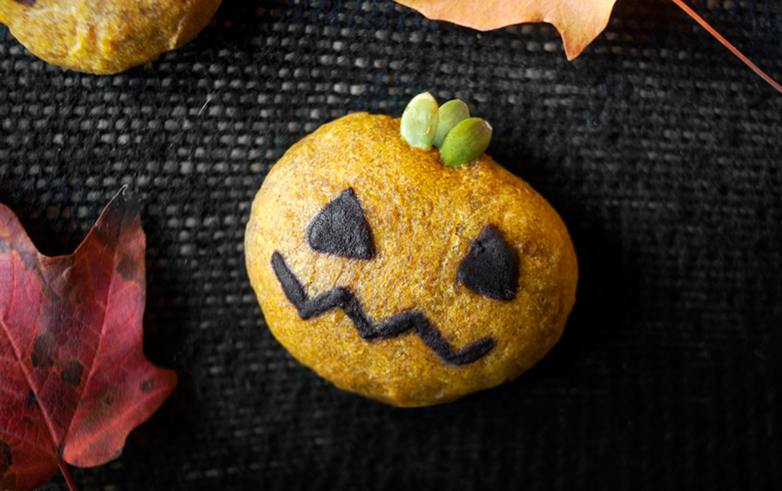 halloween pumpkin cookies [vegan] - one green planet