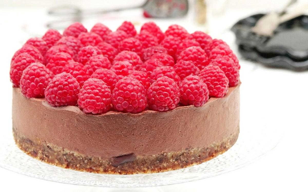 Raw Raspberry and Chocolate Cheesecake [Vegan, Gluten-Free] | One ...