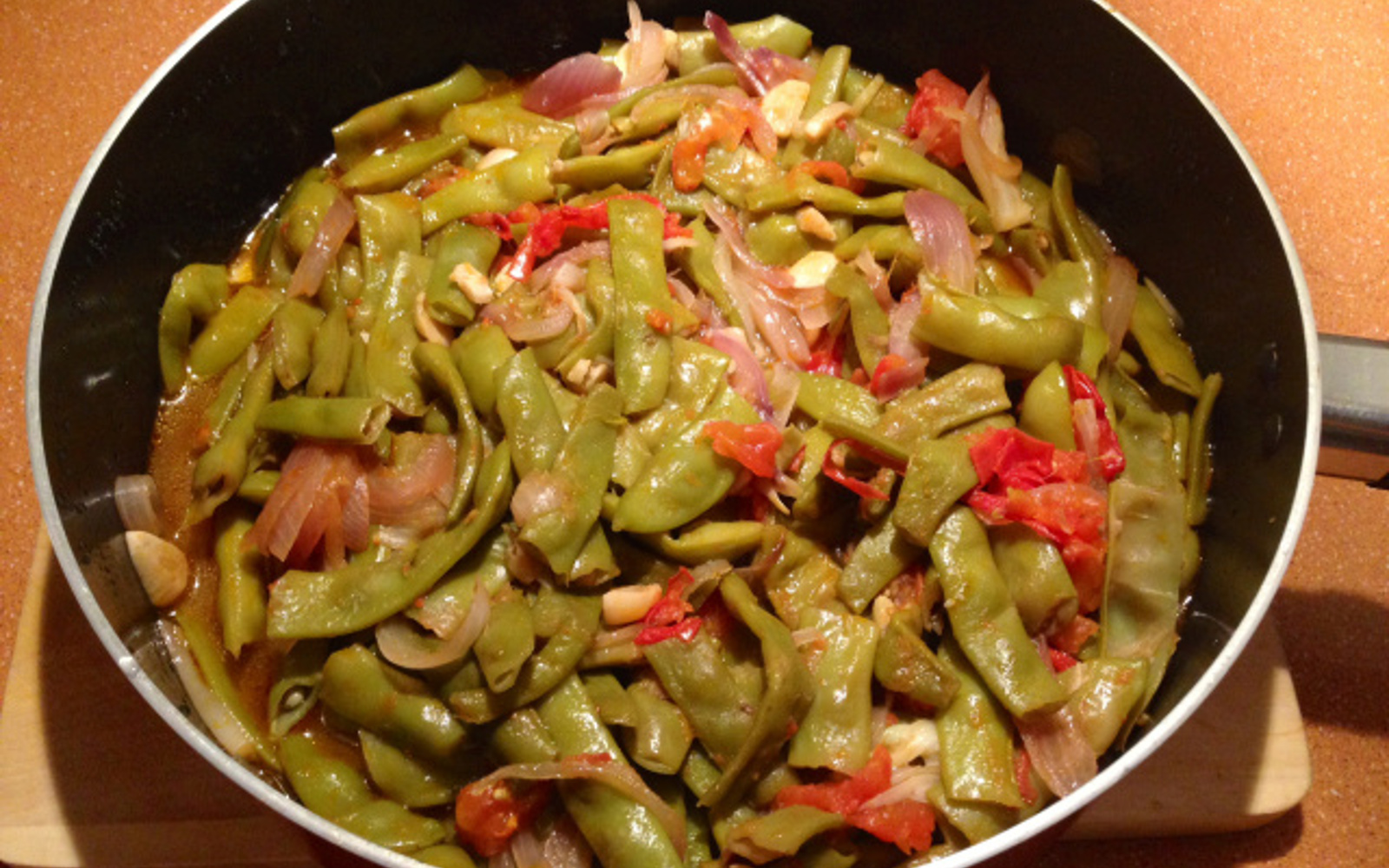 Loubia B'Zeit — Mediterranean Green Beans With Tomatoes