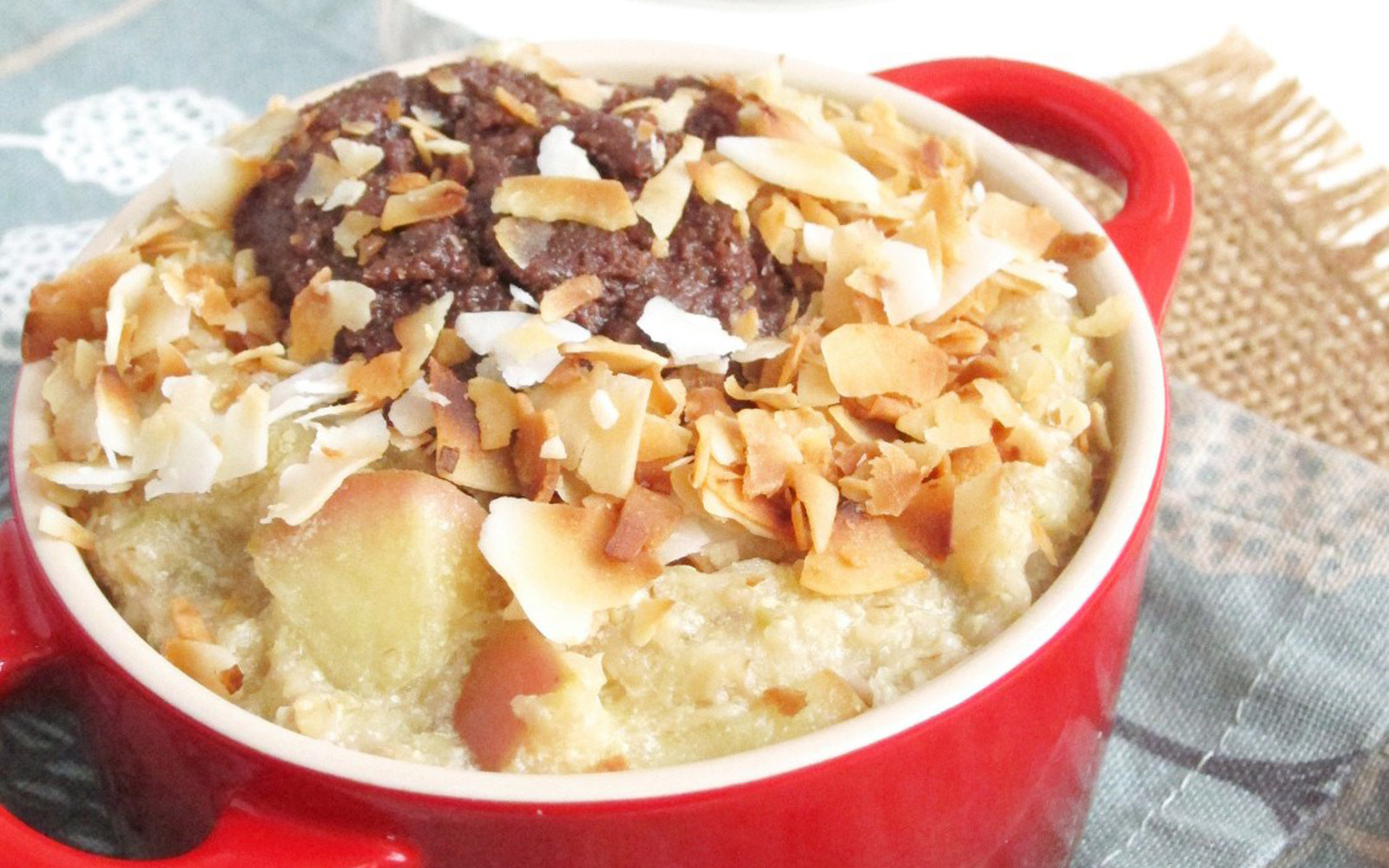 Apple-Oatmeal-with-Chocolate-Tahini-and-Coconut-oatmealartist-vegan